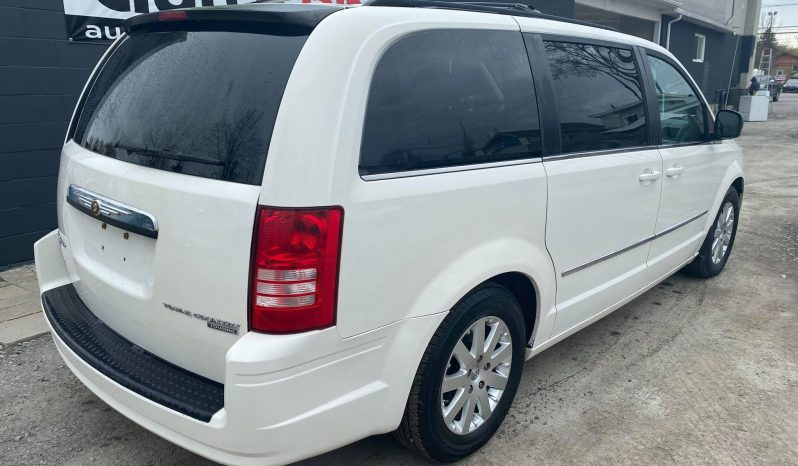2010 Chrysler Town & Country ( STOW N GO – ROULE COMME NEUF ) complet